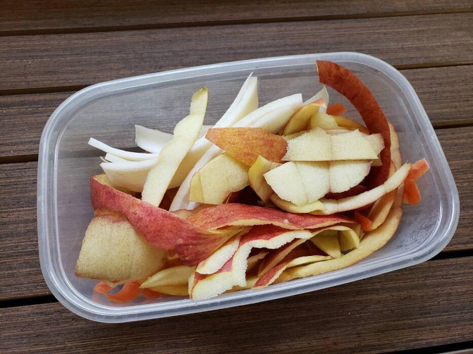 りんごの皮を使った「きんぴら」レシピ
